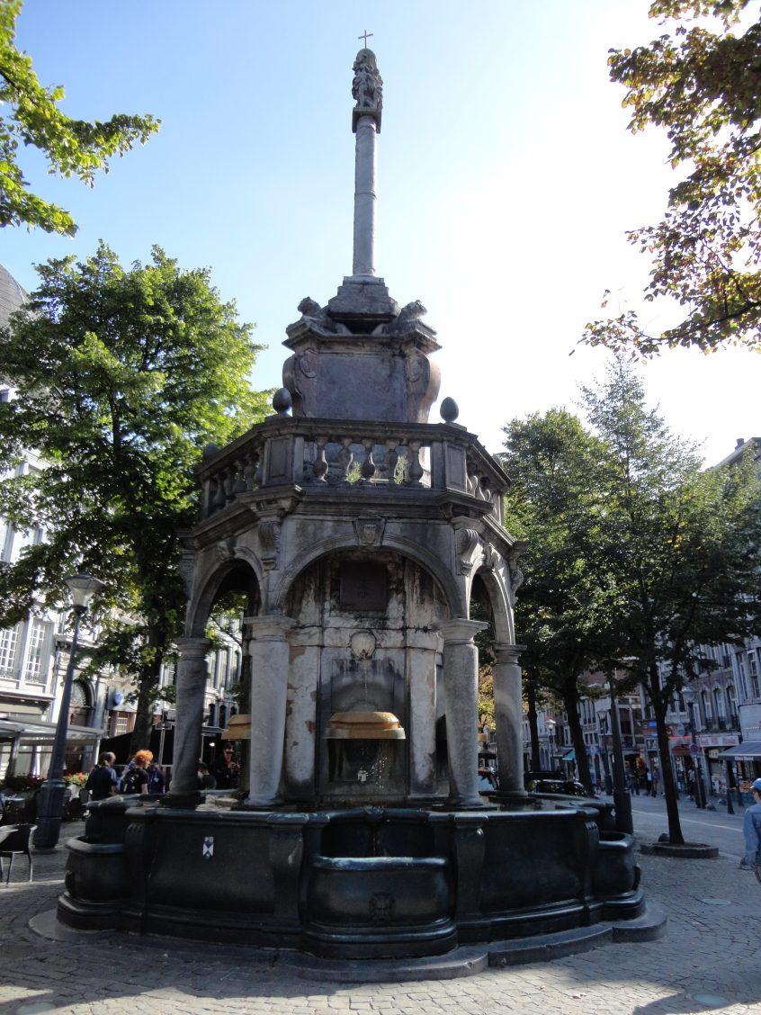 Liège, place du Marché, perron
