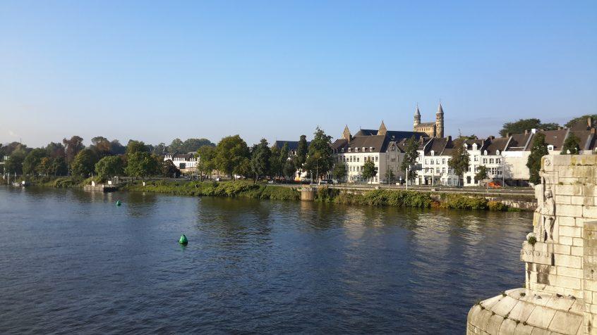 Maastricht - Pont St Servais - Meuse - Tours de Notre Dame